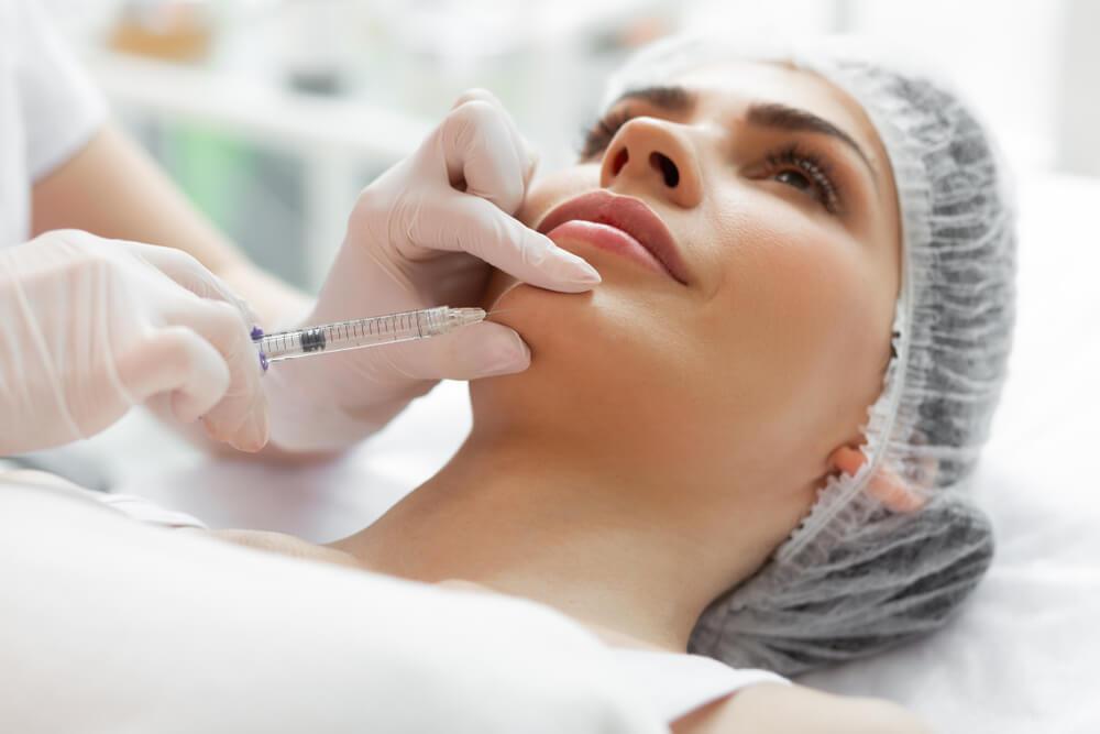 顎のしわを改善するおすすめ美容施術