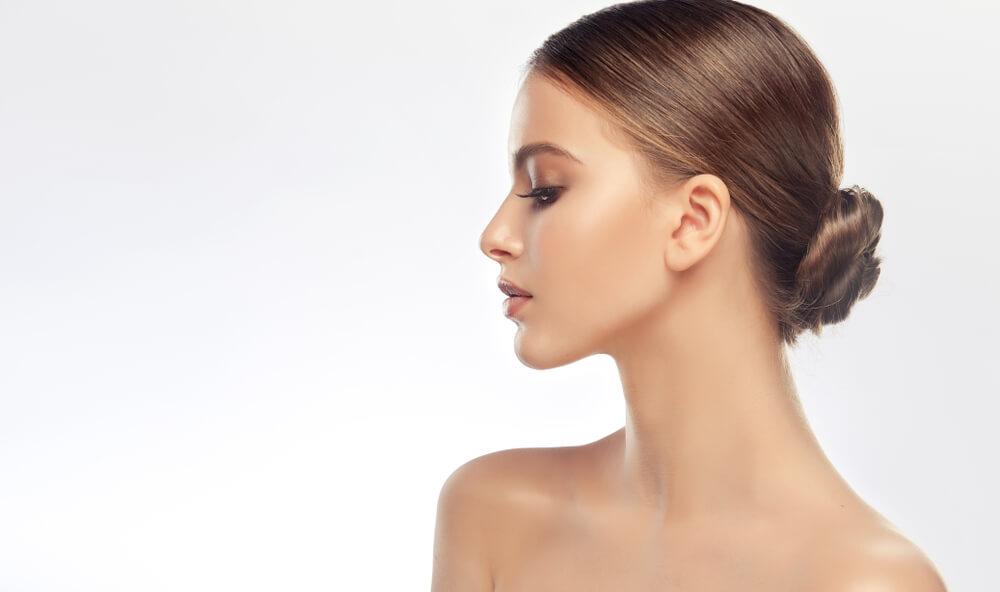 過剰な皮脂分泌に肌のハリ不足が加わることでたるみ毛穴に