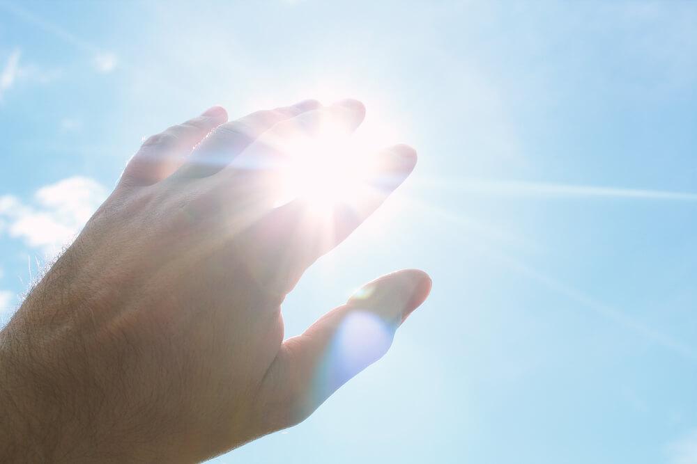 日焼けで肌はどうなる?太陽光が肌に与える影響とは?