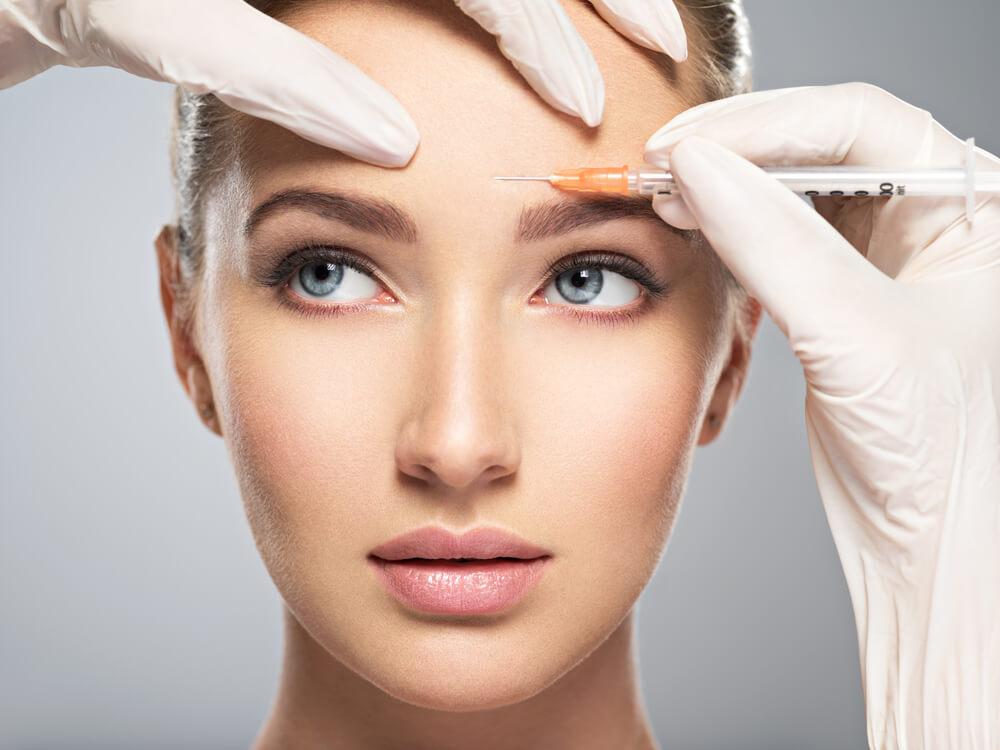 眉間のシワ解決には美容皮膚科がおすすめ