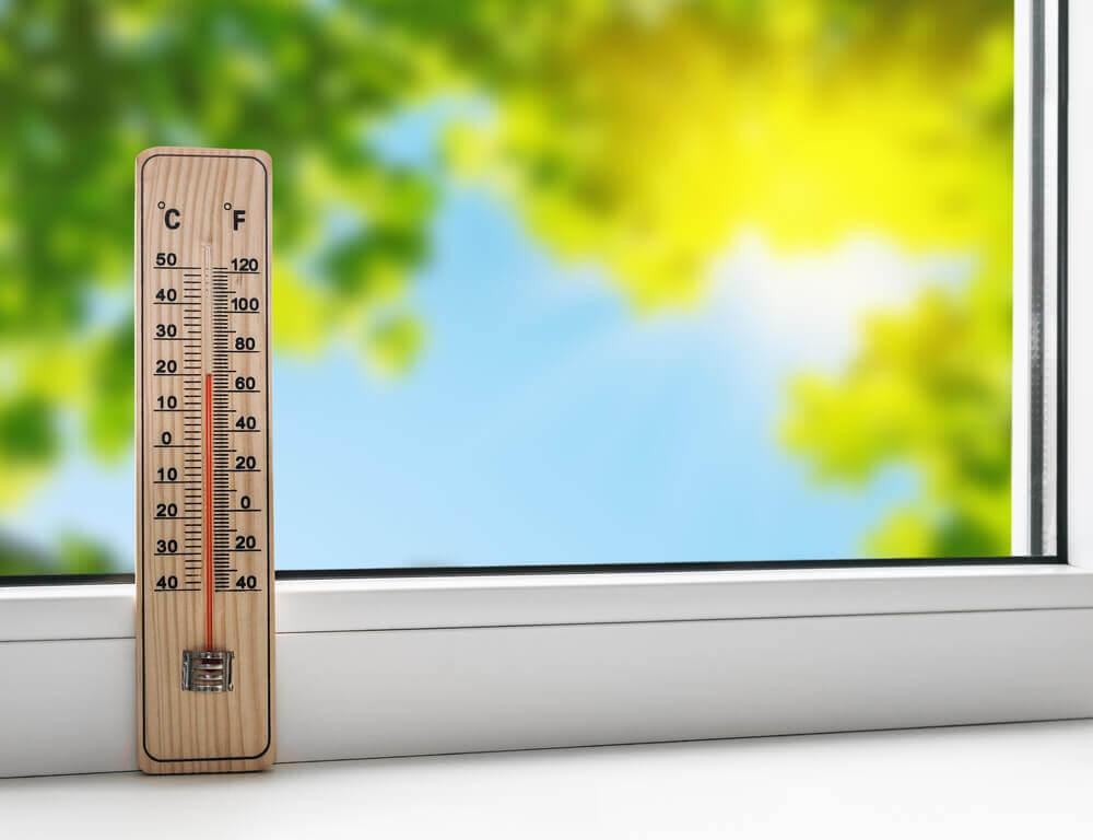 最高気温「15℃」が基準。ベースメイクを使い分ける