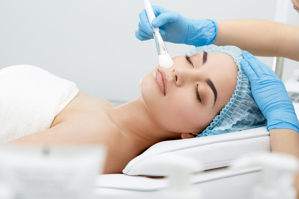 毛穴の開きの原因は美容皮膚科で解決できる!おすすめ施術方法をご紹介