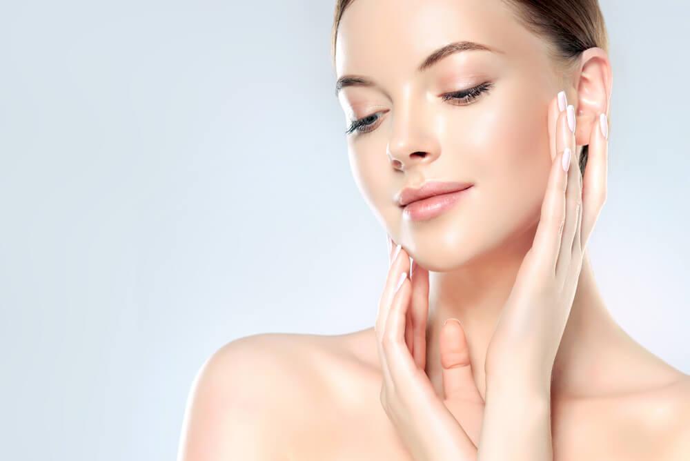 頬の赤みやニキビ跡が気になる方に最適な施術とは?