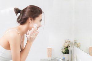 ニキビで悩んでいる時ほど正しい洗顔が大切