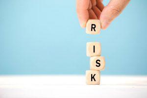 目の下のシワ治療 リスクや注意点