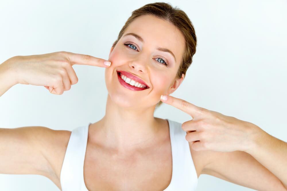 【口角リフトで笑顔美人へ!簡単口元印象アップ術をご紹介】